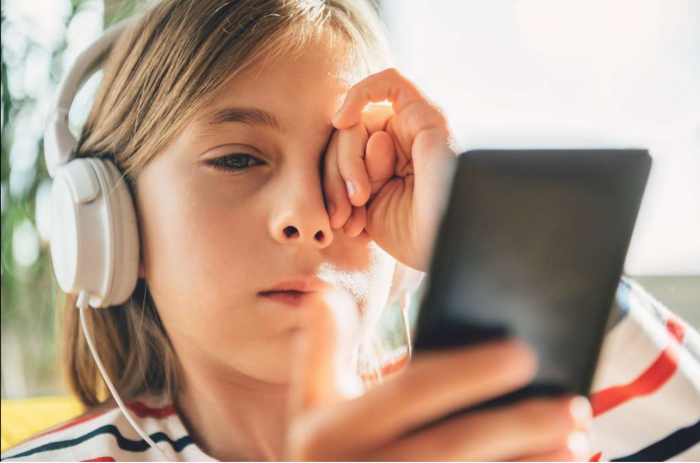 7f7b75f08f2ed Silicon Valley Nannies are Phone Police for Kids - DEVICES DIVIDE